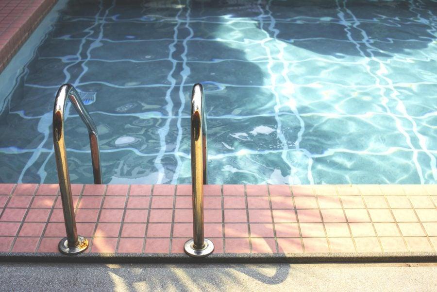 プールの水面