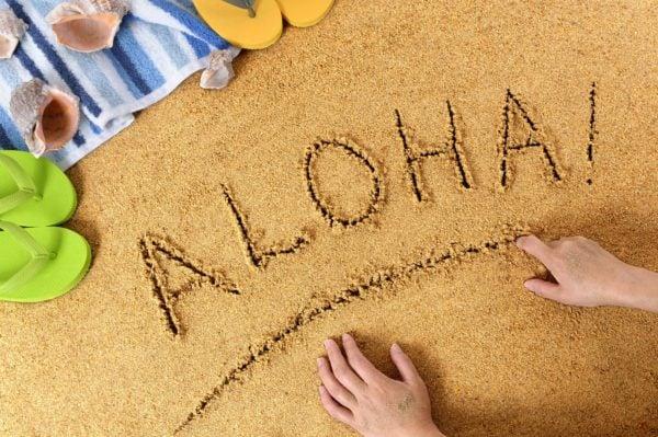 ハワイで砂に文字を書く